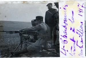 Lt Charbonnier tire à la mitrailleuse