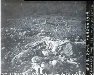 Verdun cadavres sous toiles de tente